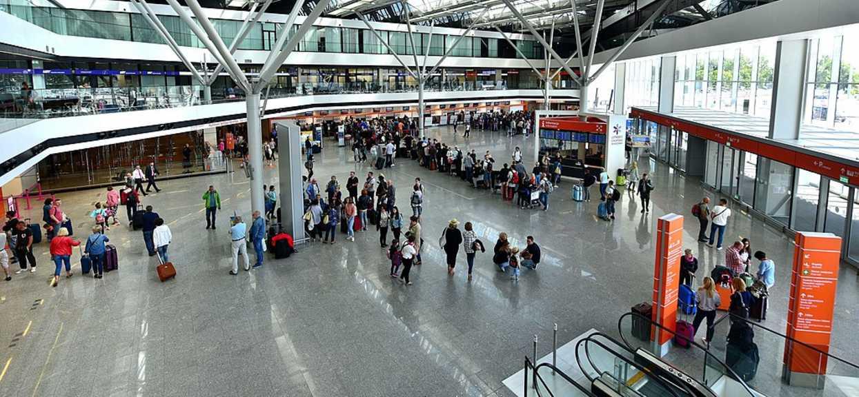 pasażerowie lotu muszą szybciej przyjeżdżać na lotnisko