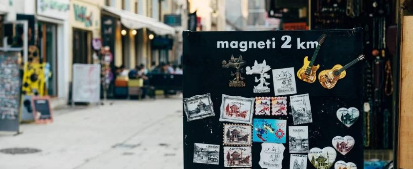 turyści uwielbiają magnesy