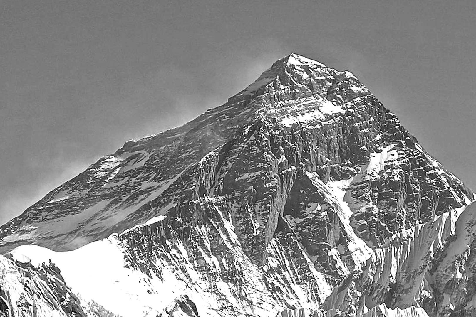 Nie żyje trzecia osoba wspinająca się na Mount Everest w tym sezonie