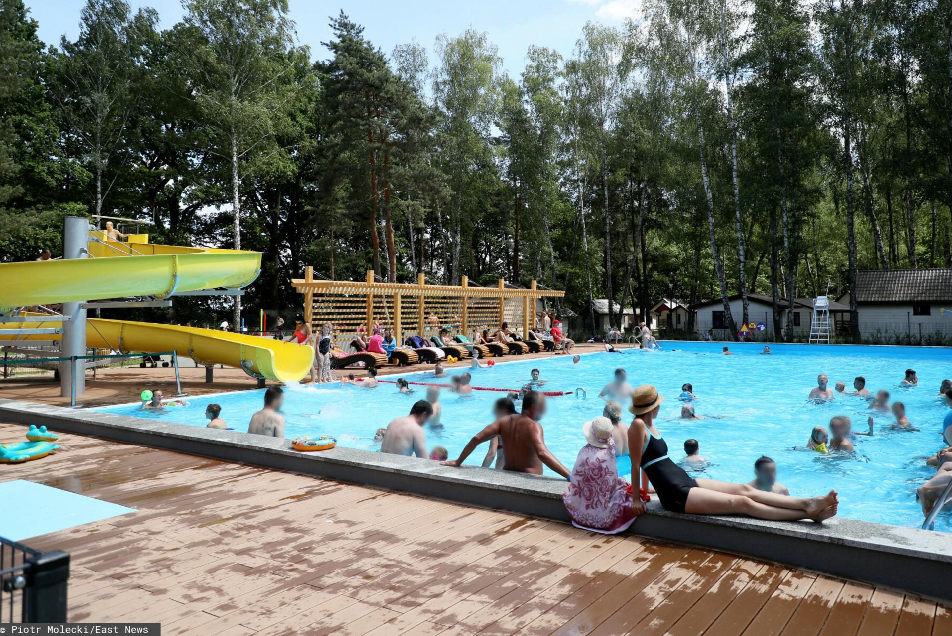 Wielkie kolejki do basenów i atrakcji