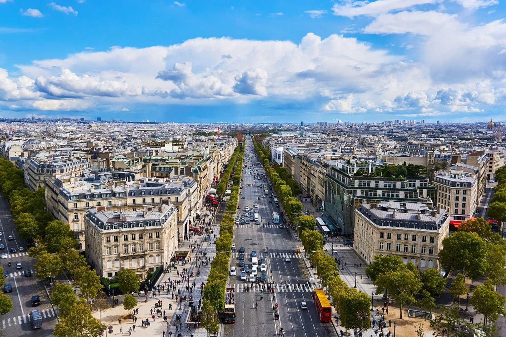 Francja otwiera granice dla zaszczepionych turystów