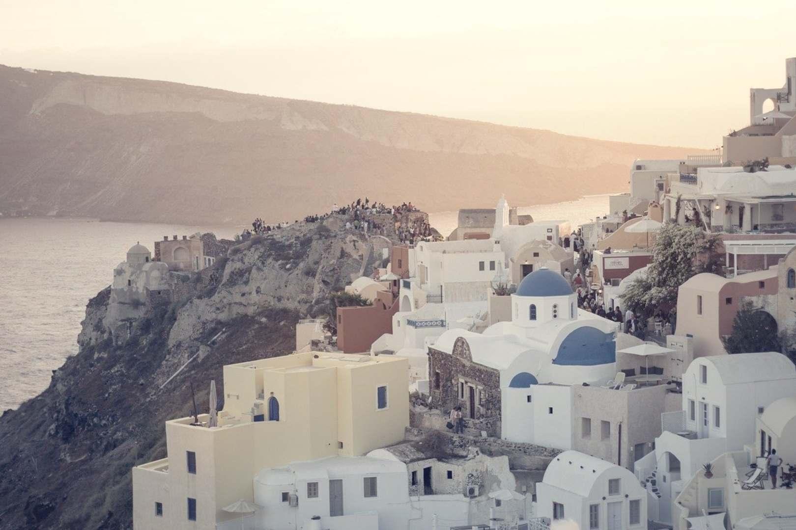 Grecja przedłuża ograniczenia dla podróżnych