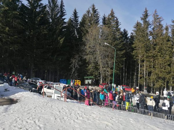 tlumy-ida-na-sniezke-1613923977.jpg