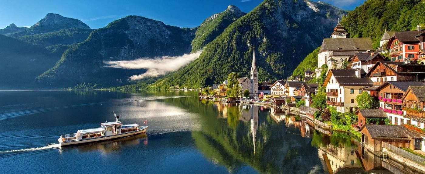 Turyści masowo przyjeżdżali do Austrii.