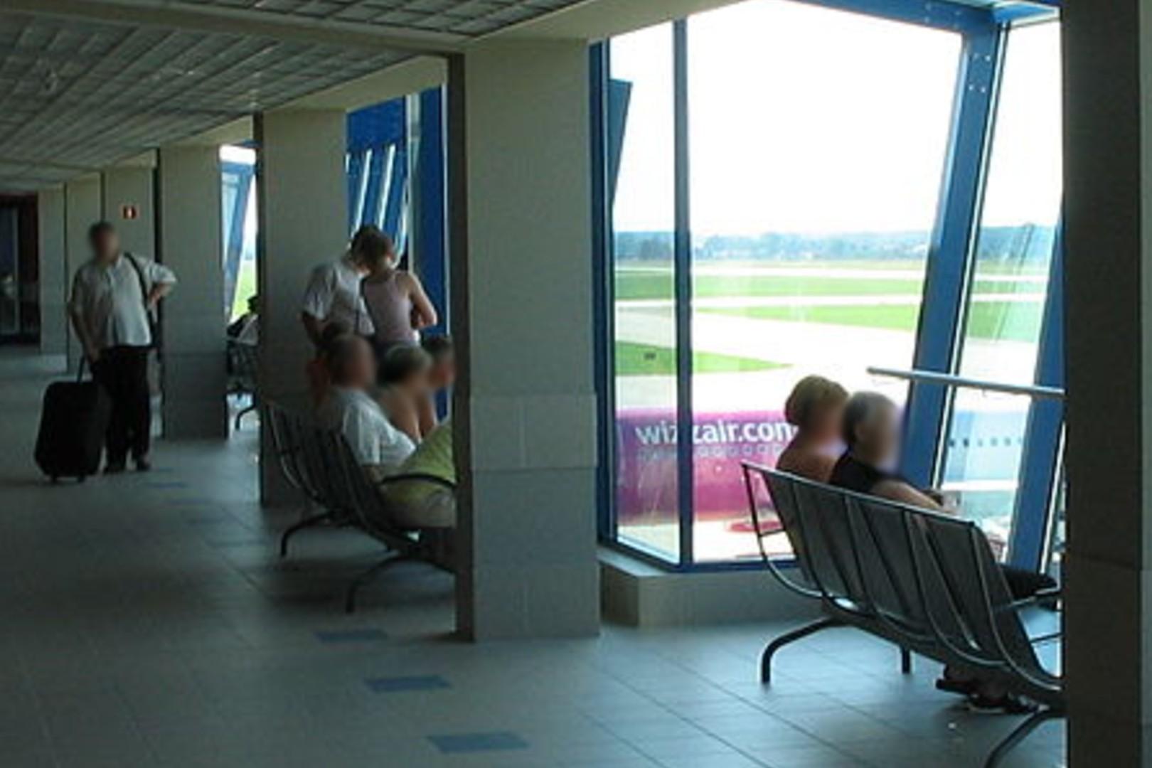 Lotnisko Katowice-Pyrowice. Rafa koralowa w bagażu