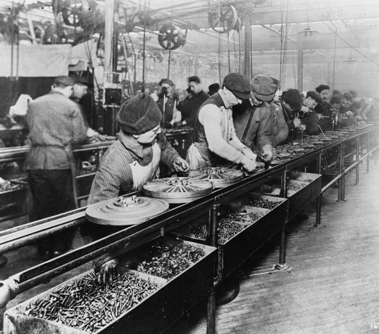 Ford assembly line - 1913-544x480