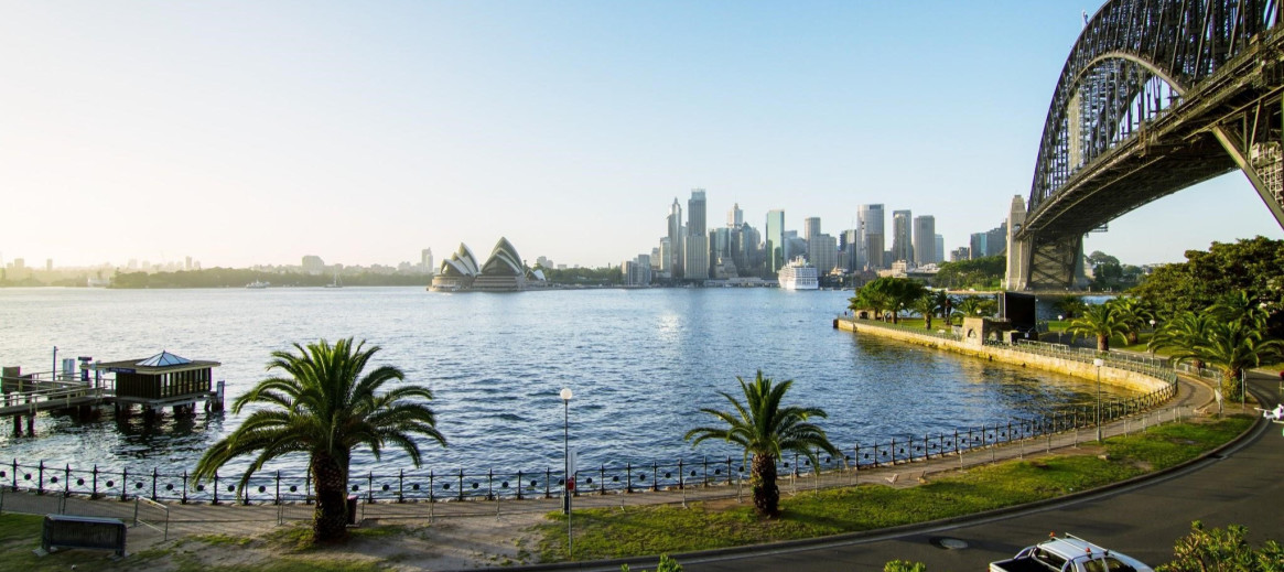 Awesome Find Sydney Accommodation Apartments For Your Holiday Stayz Home Interior And Landscaping Dextoversignezvosmurscom