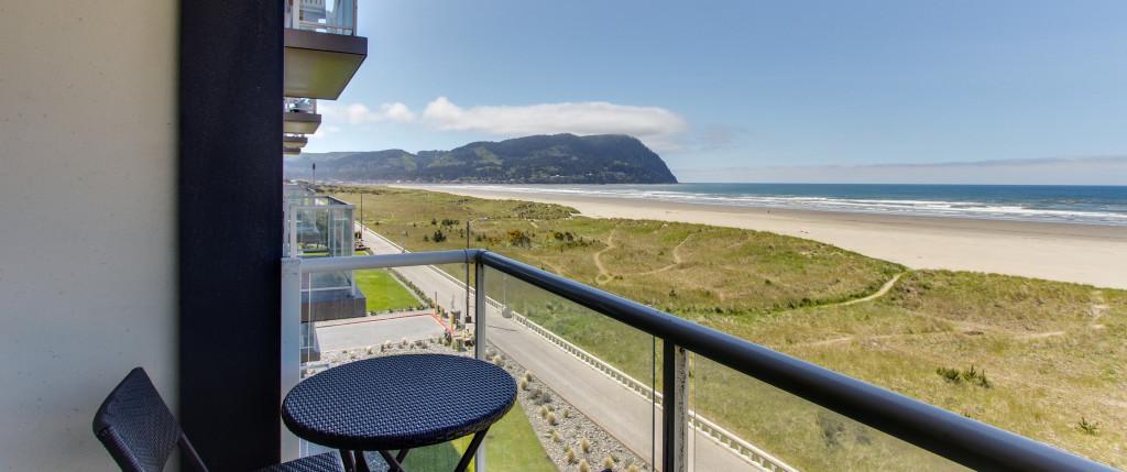 Fine Oregons Fun Loving Seaside Vacation Rentals Vrbo Home Interior And Landscaping Spoatsignezvosmurscom