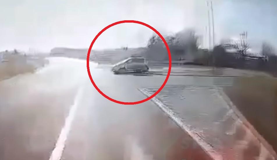 Kierowca opla wjechał tuż przed ciągnik siodłowy. Zginął wraz z żoną