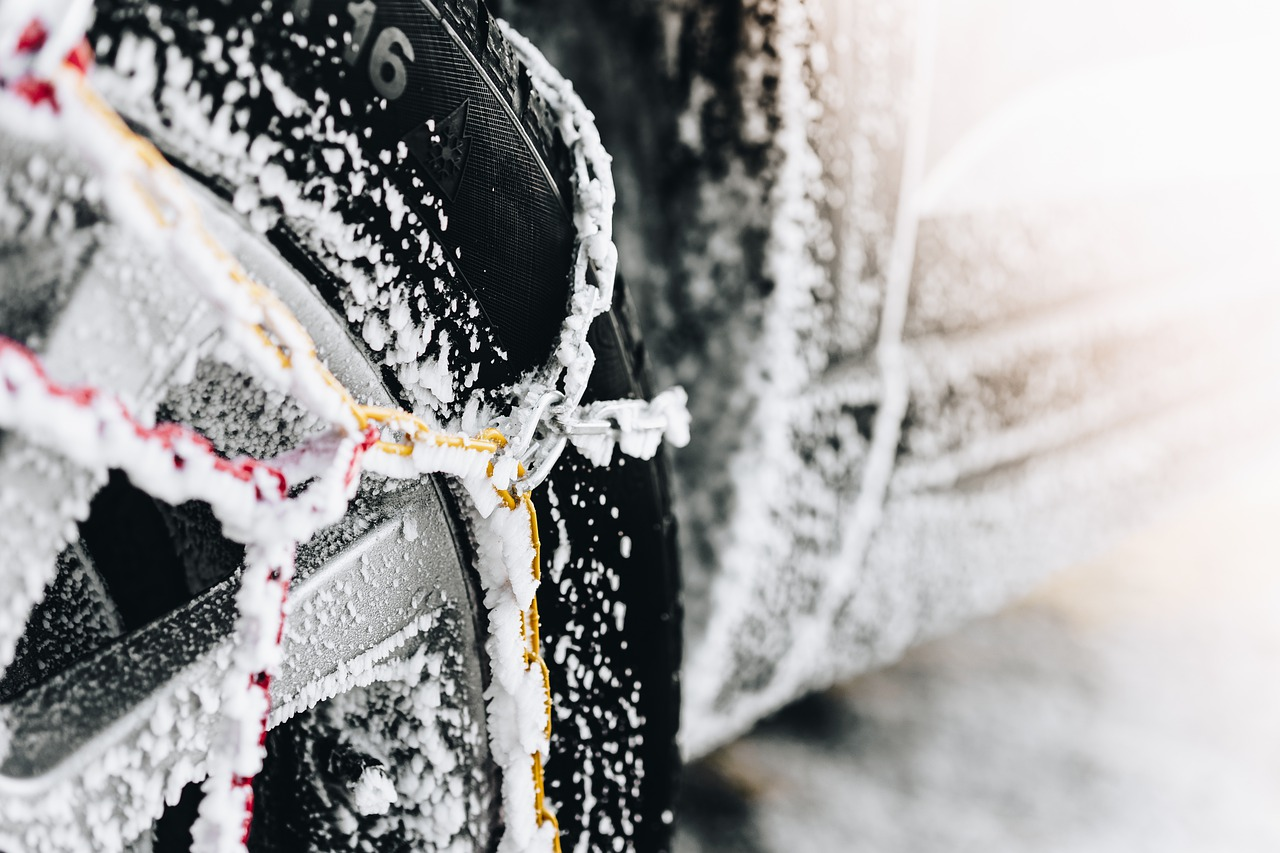 Łańcuchy śniegowe – jak dobrać, kiedy używać, jak zakładać?
