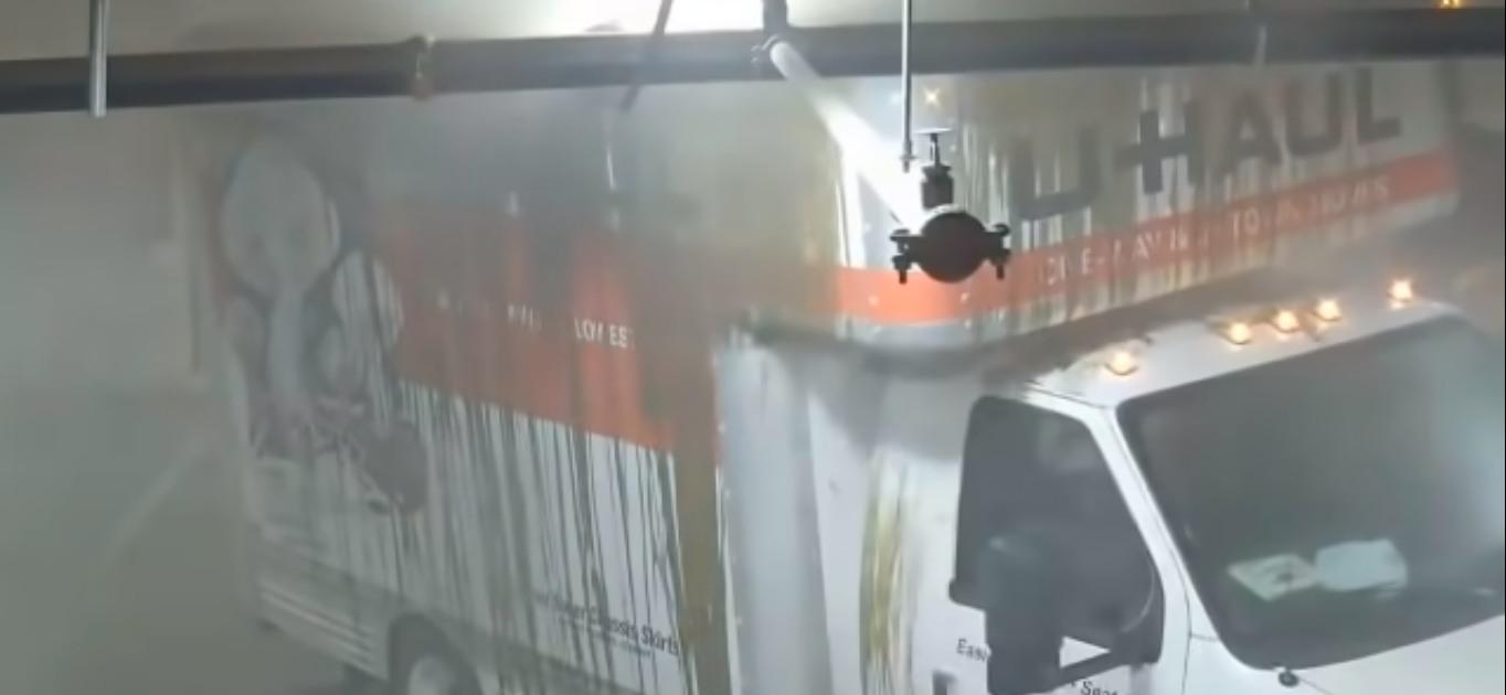 Ciężarówka za niski parking