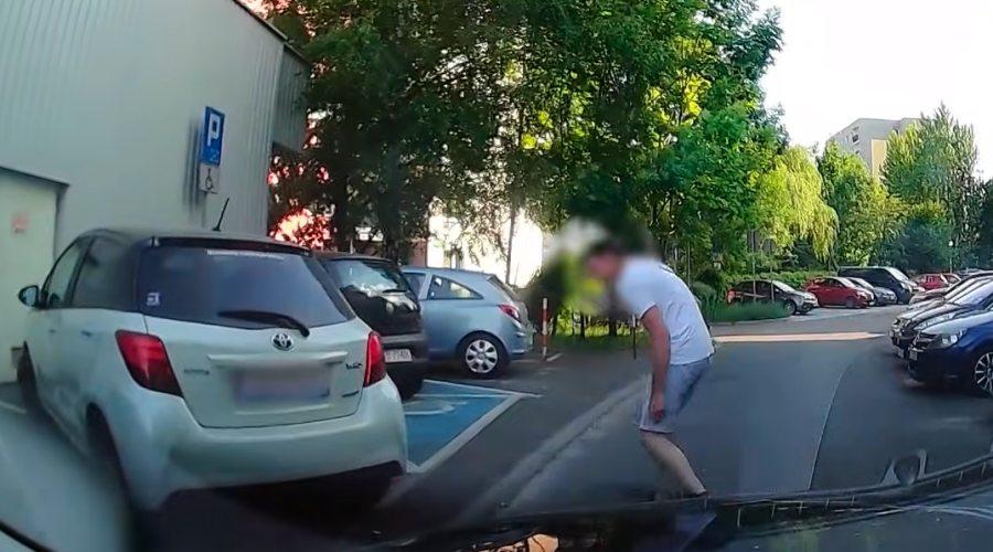 Kolizja parkingowa nie powiadomił poszkodowanej