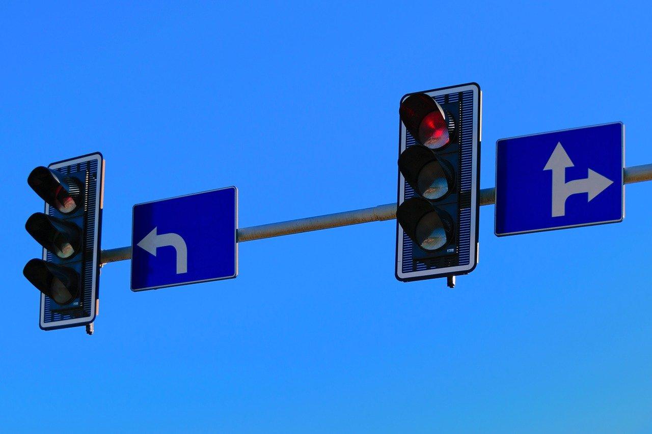 Kiedy i jak wykonać zawracanie na skrzyżowaniu?