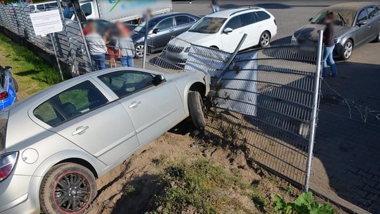 Trzy pijane kobiety wsiadły do auta i pojechały po alkohol na stację. Doszło do wypadku