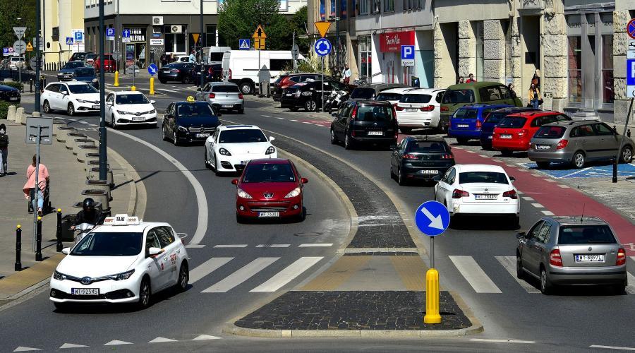 przepisy-ruchu-drogowego-pierwszenstwo-pieszych