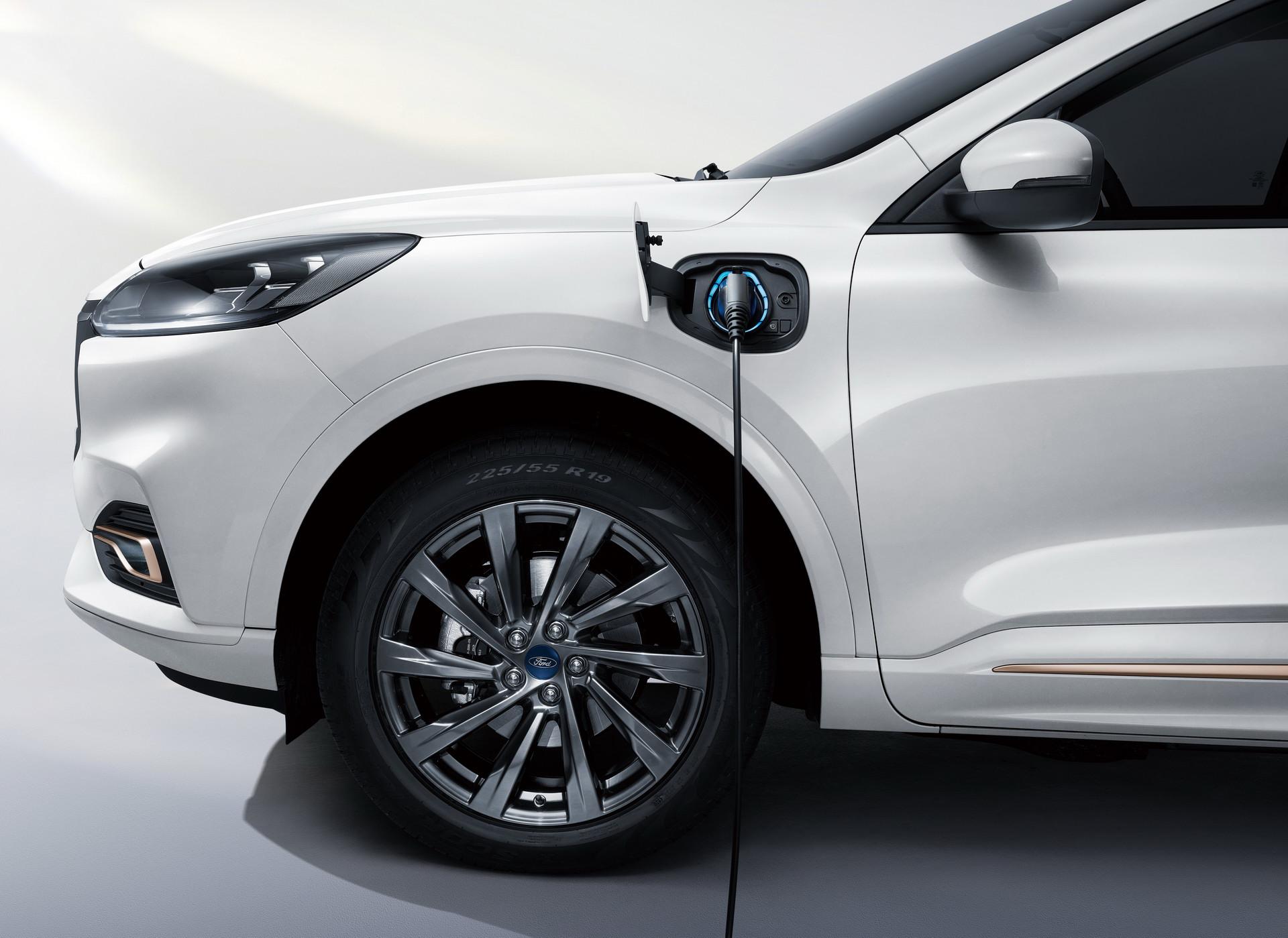 Nowy Ford Evos zastąpi w Europie wysłużone Mondeo. Źródło: Materiały Prasowe