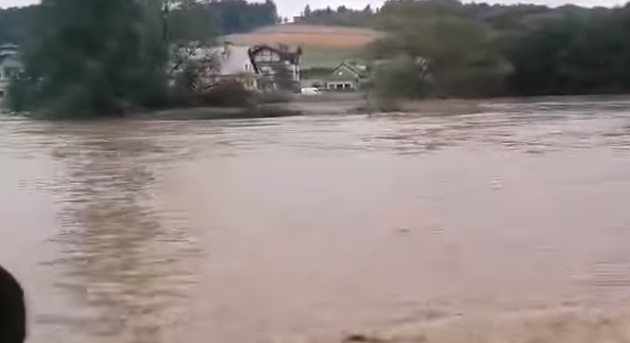 Zakopianka zalana przez wodę