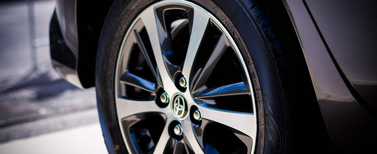 Toyota Avensis - niezawodne i funkcjonalne auto dla klasy średniej