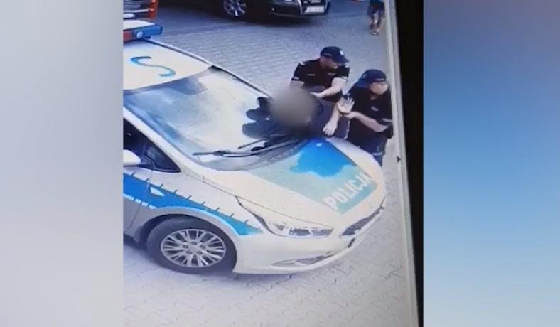 Kobieta została brutalnie zatrzymana przez policję. Wszystko przez brak maseczki