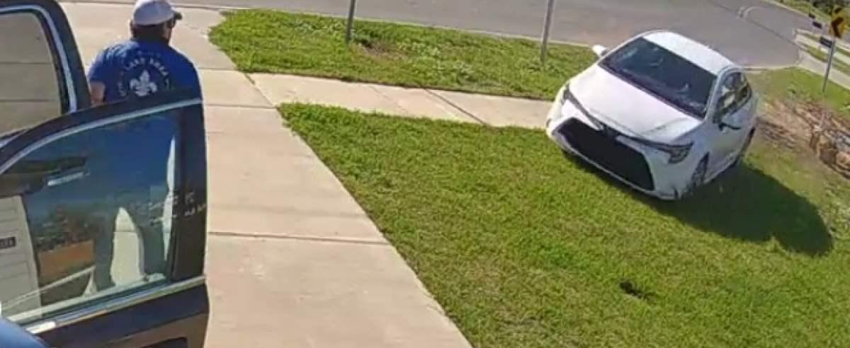 Mężczyzna w ostatniej chwili uskoczył przed pojazdem