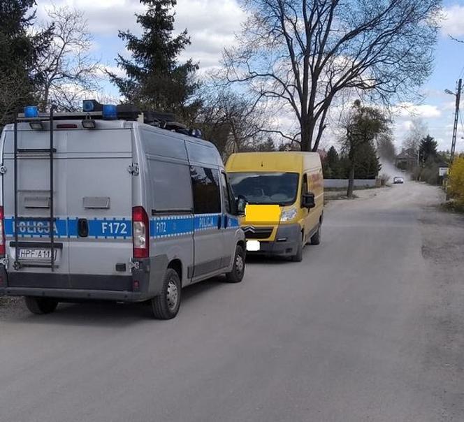 Pijany dostawca firmy kurierskiej rozwoził paczki w Łodzi. Został zatrzymany