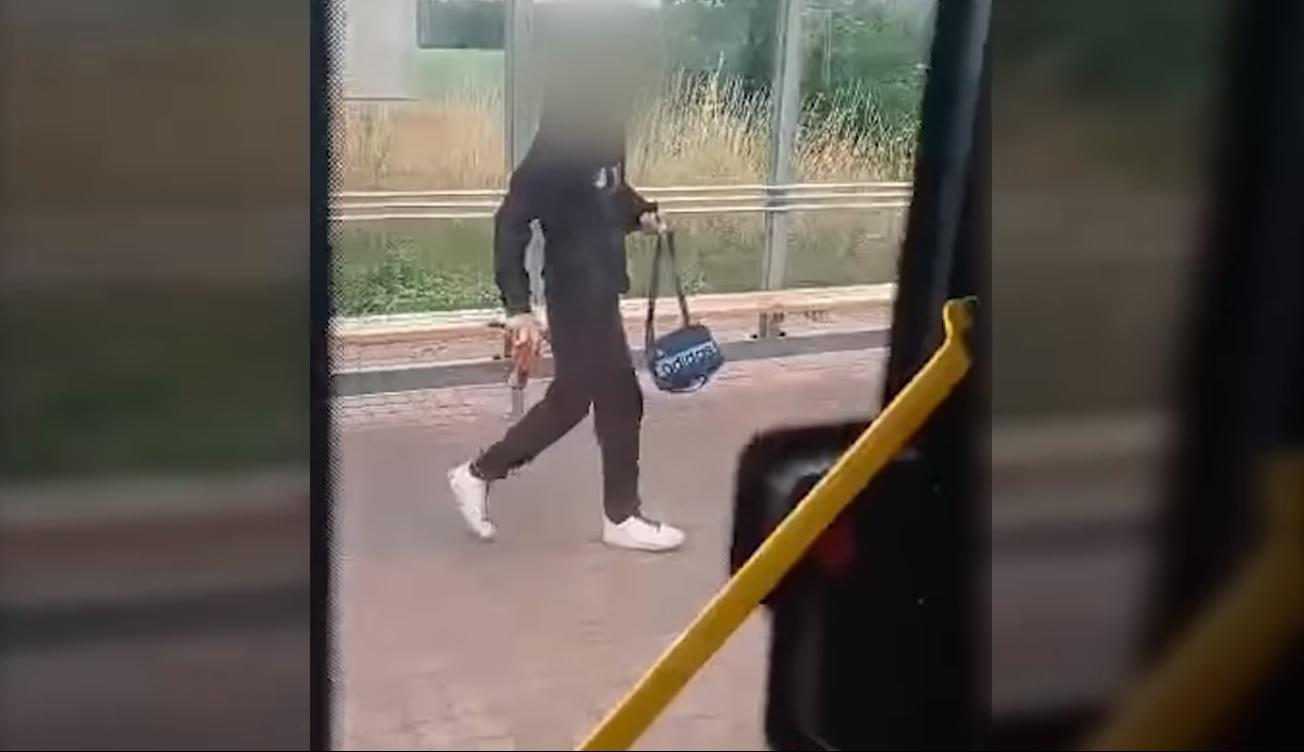 Agresywny 16-latek wymachiwał nożem. Groził kierowcy i pasażerom autobusu