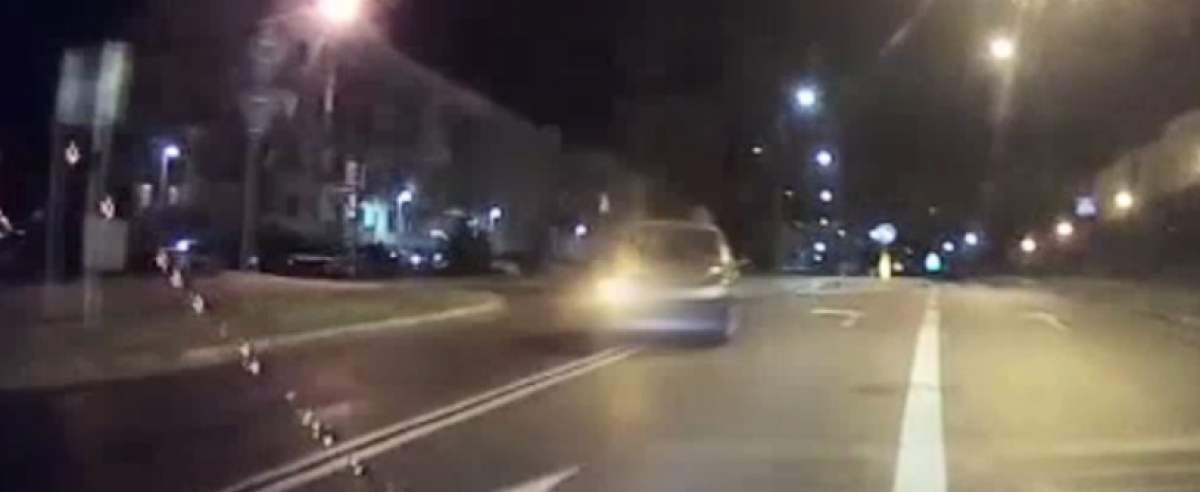 Pijany kierowca jechał nocą bez świateł. Niemal wjechał w radiowóz