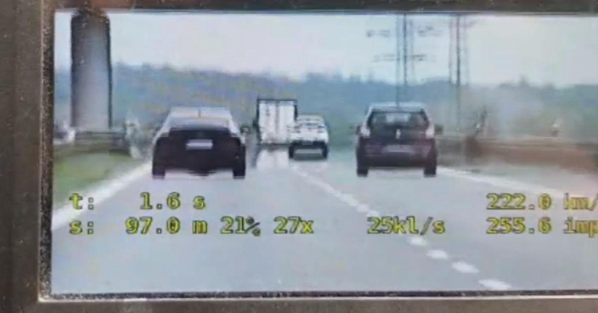 """Gnał Audi ponad 220 km/h. Policjantom tłumaczył, że """"nie czuł prędkości"""""""