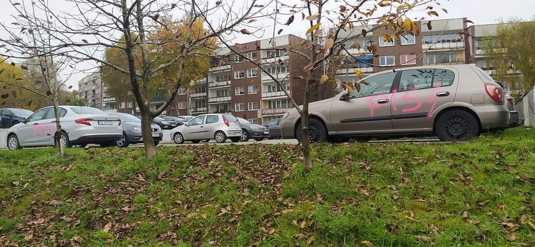 Incydent w Sosnowcu. Zniszczono przypadkowe auta