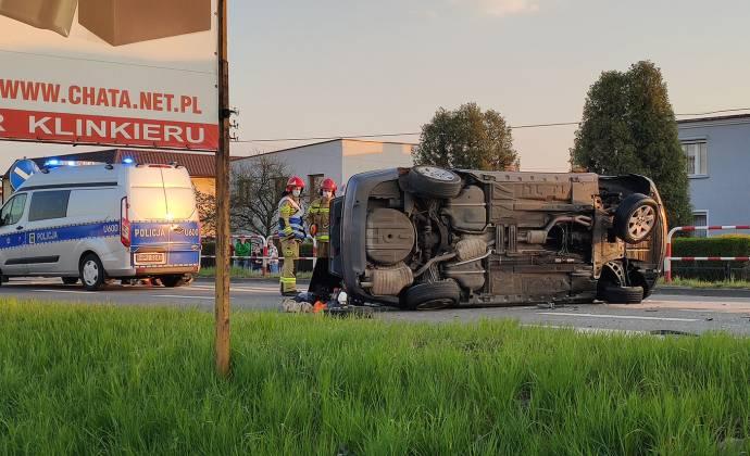 Kierowca BMW kilkukrotnie dachował po zderzeniu z oplem astrą. Tym razem wina nie leżała po stronie kierującego bawarskim autem.