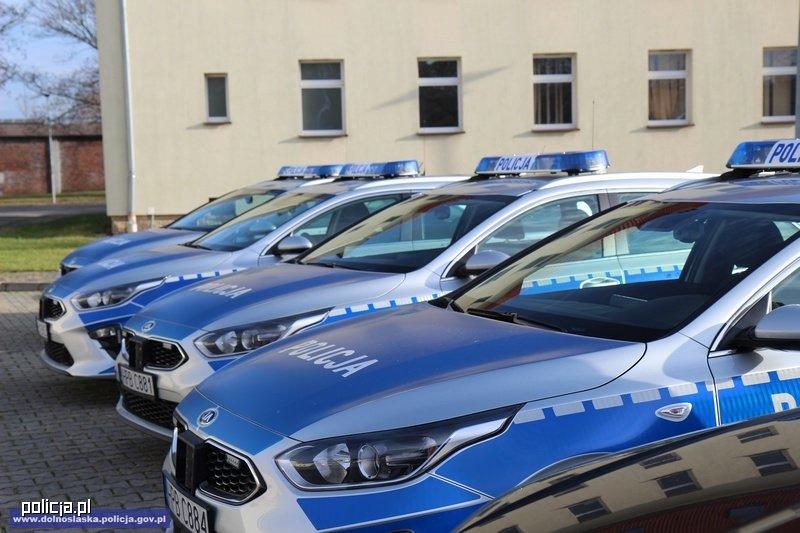 Policja kupuje radiowozy