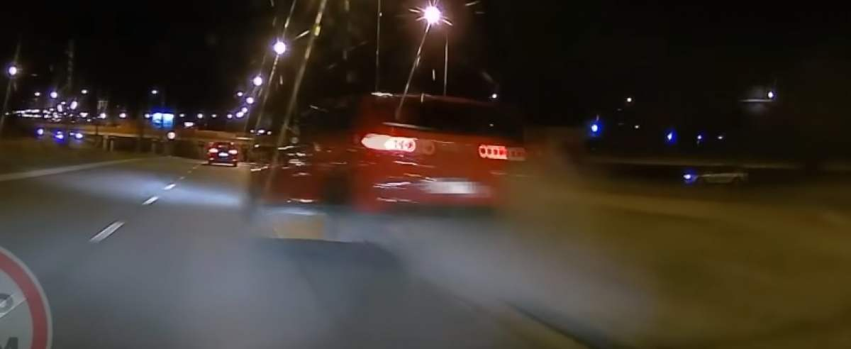 Kierowca uderzył w krawężnik swoim golfem. Jego auto poleciało w powietrze