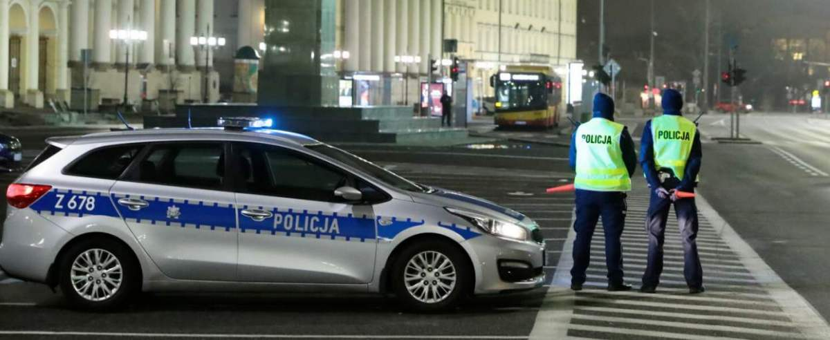Ulice polskich miast w sylwestrową noc