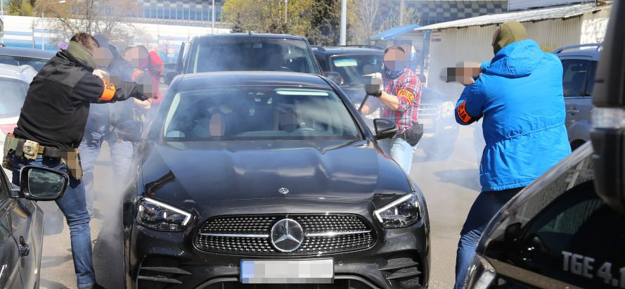 Kradzieże samochodów zatrzymanie policji