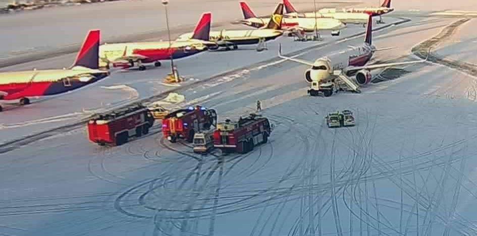 Ciężarówka zderzyła się z samolotem