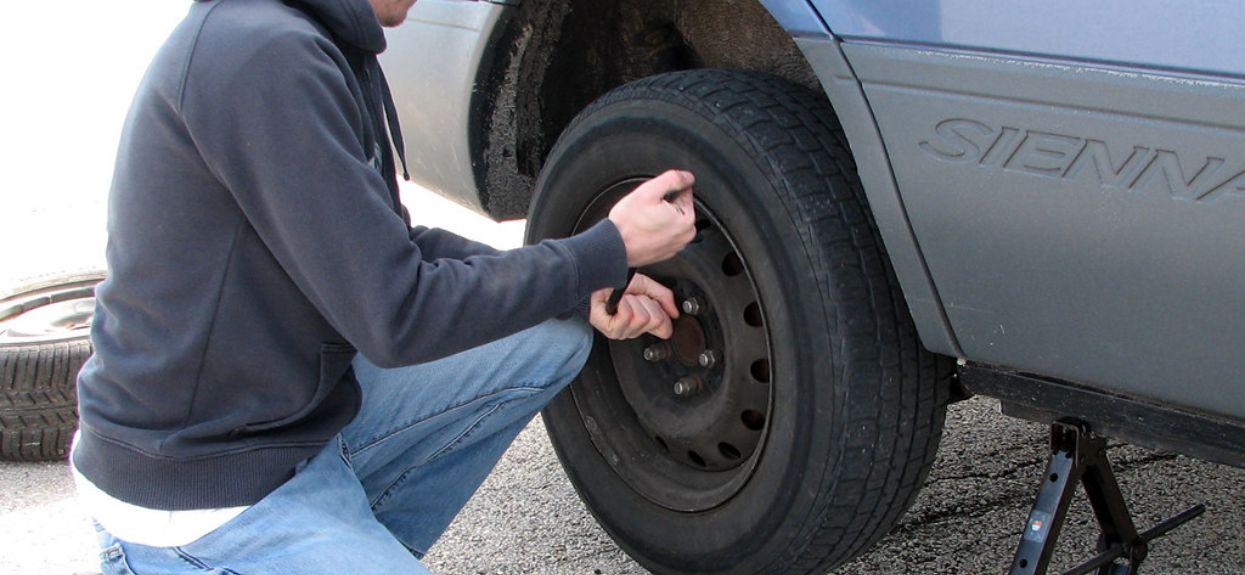 Kradzieże samochodów wymiana koła