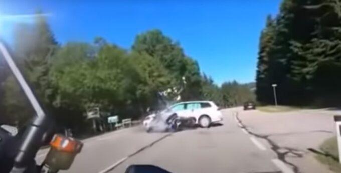 Samochód wyjechał motocyklistom