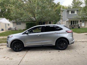 Ford podarował mężczyźnie nowe auto