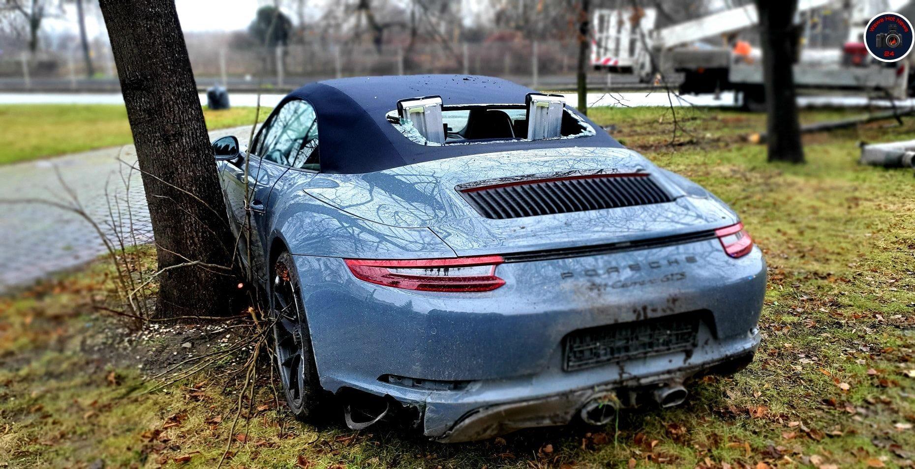 Porsche rozbite na warszawskich Włochach