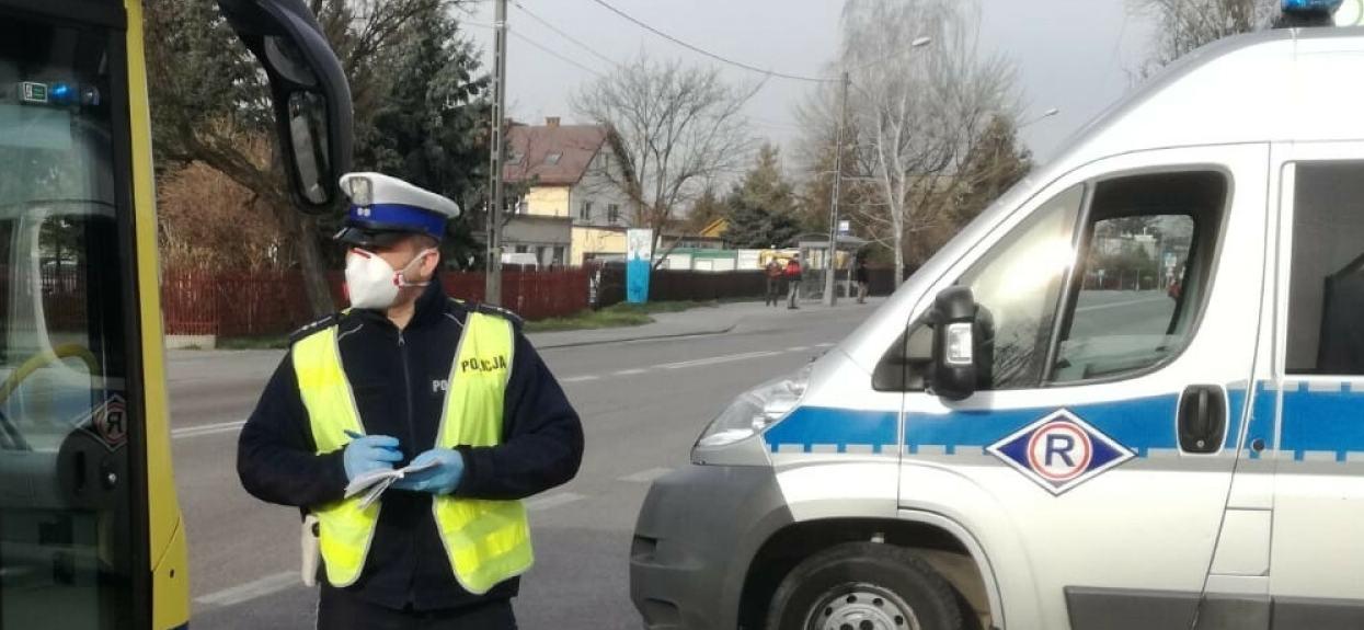 Policja kontroluje ilość ludzi w autobusach w Tarnowie