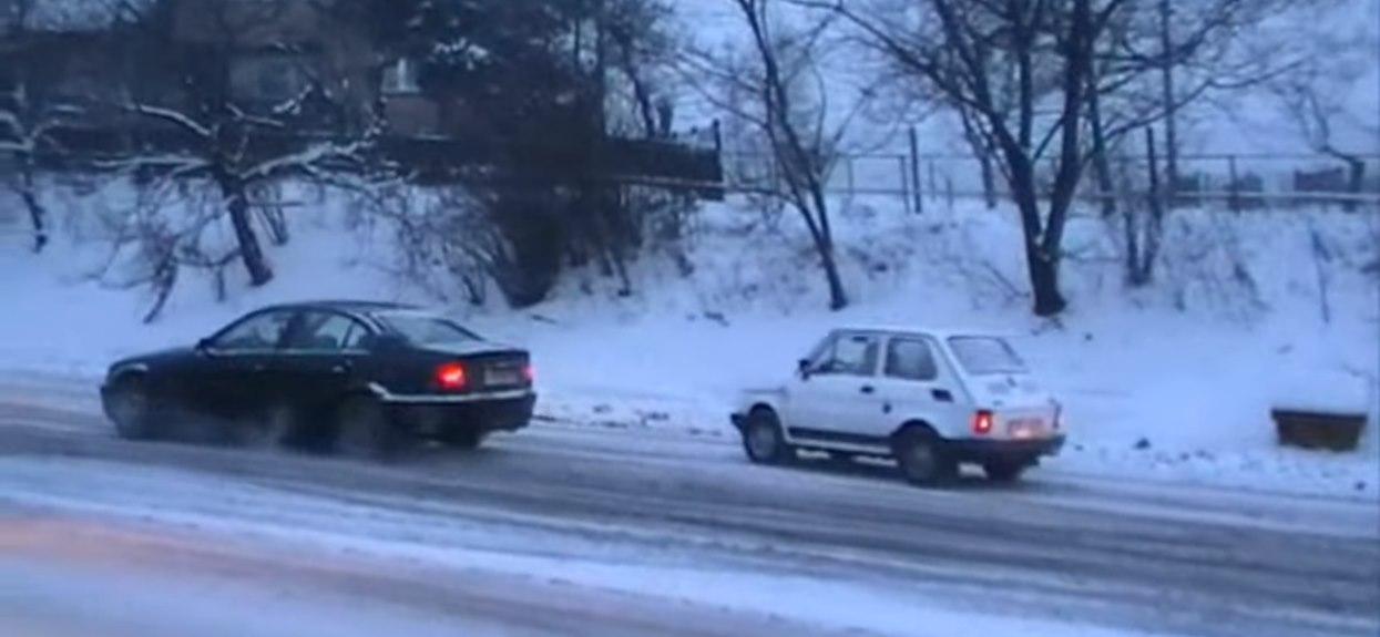 Fiat 126p wyprzedza BMW