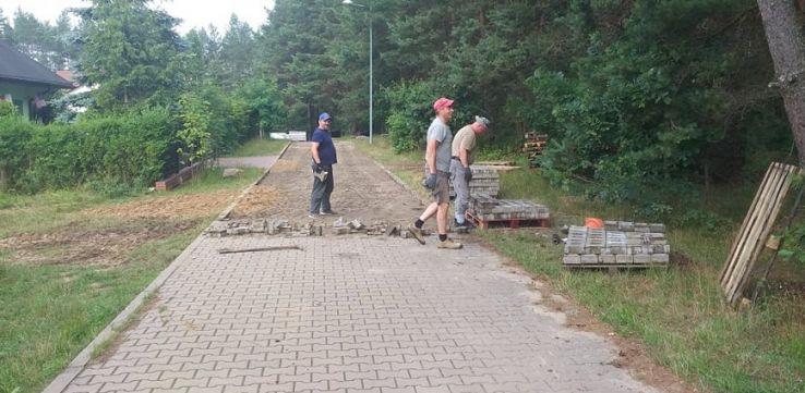 Zaczęli budowę kilka dni przed terminem. Teraz muszą rozebrać 700 metrów