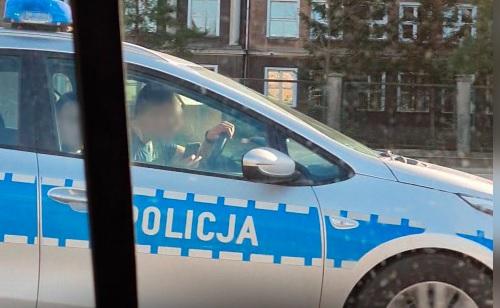Policjanci łamali przepisy, zostali nagrani przez czytelnika trojmiasto.pl