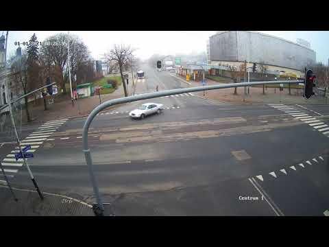 Policja ścigała kierowcę Mercedesa