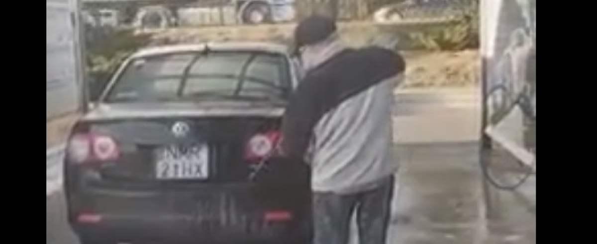 Myjnia samochodowa - darmowe mycie wideo