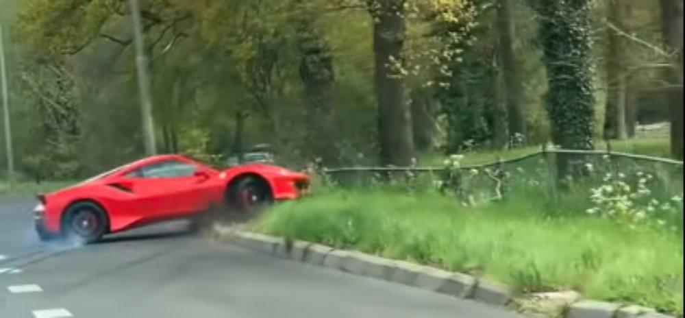 Ferrari kolizja na drodze