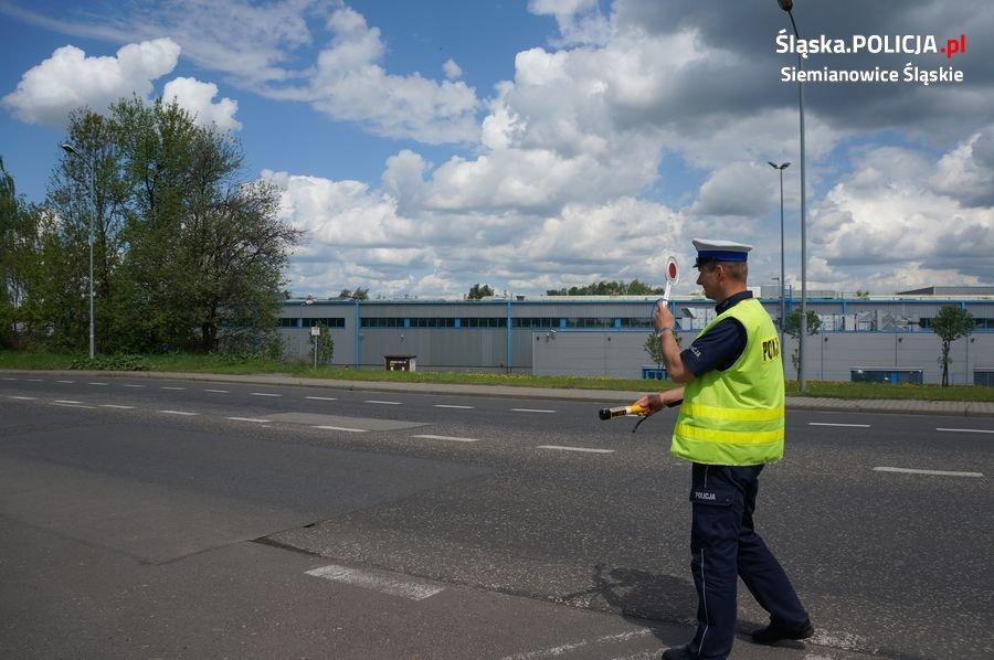 Policjanci zatrzymali do kontroli kierowcę z nosem pokrytym białym proszkiem
