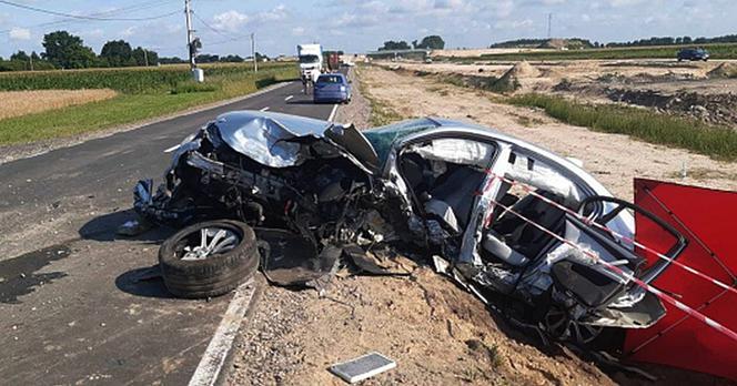 Kierowca BMW zginął w drodze na wakacje. Cztery osoby ranne