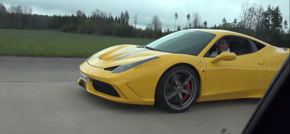 Ferrari wyścig z golfem