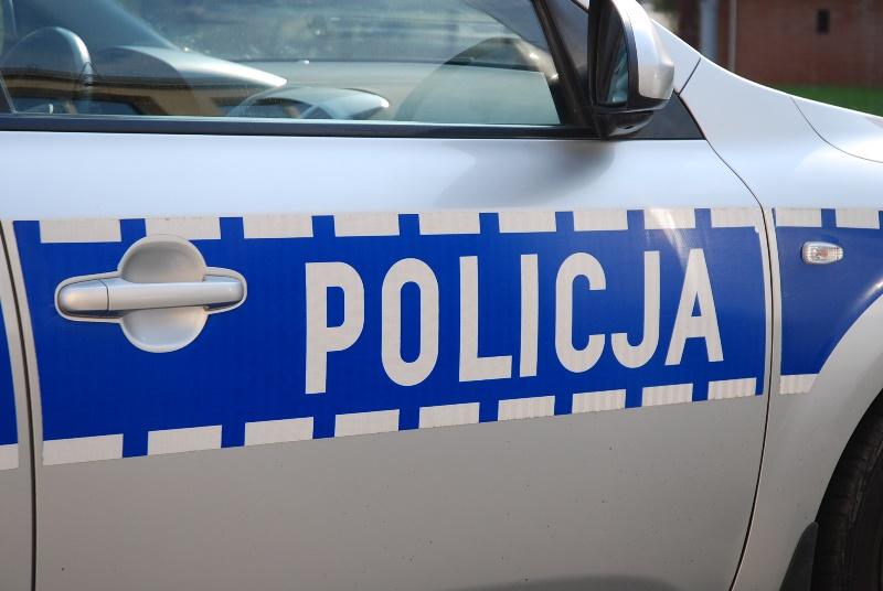 Policjant spowodował kolizję i uciekł z miejsca zdarzenia. To wysoki rangą oficer z wydziału ruchu drogowego w Pruszkowie.